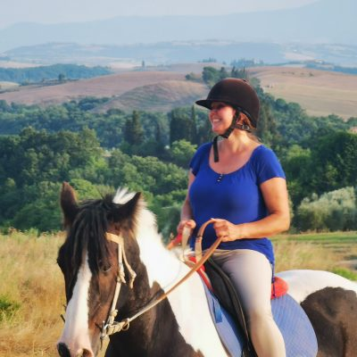 get the equestrian basics immersed in nature during your horsebackriding holiday for beginners in Italy, Tuscany, at Fattoria Pieve a Salti